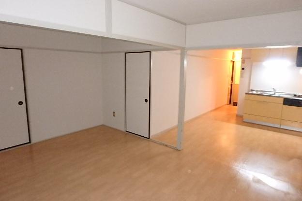 プレズ名古屋徳川 3B号室のリビング