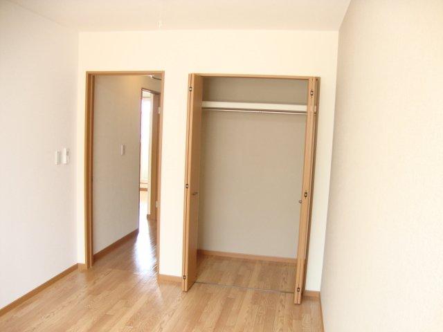 ロイヤルパーク旭 202号室の居室