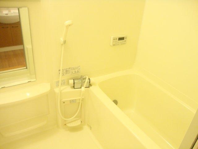ロイヤルパーク旭 202号室の風呂