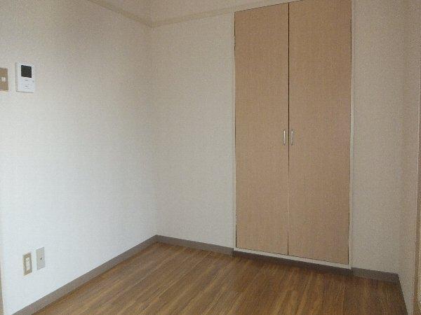 新清洲クラウンビル 302号室のリビング