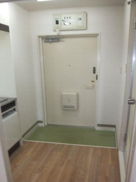 新清洲クラウンビル 302号室の玄関