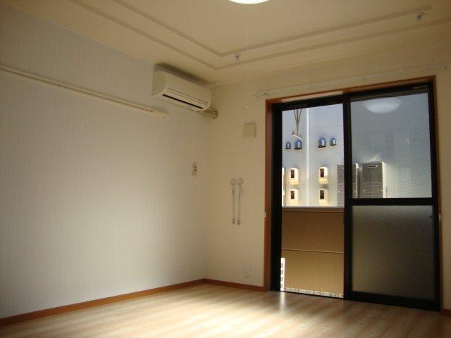 グランドコート弥生 105号室の居室