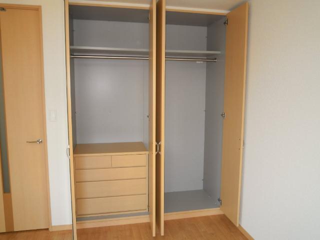 エピック キャッスル 小牧 103号室の収納