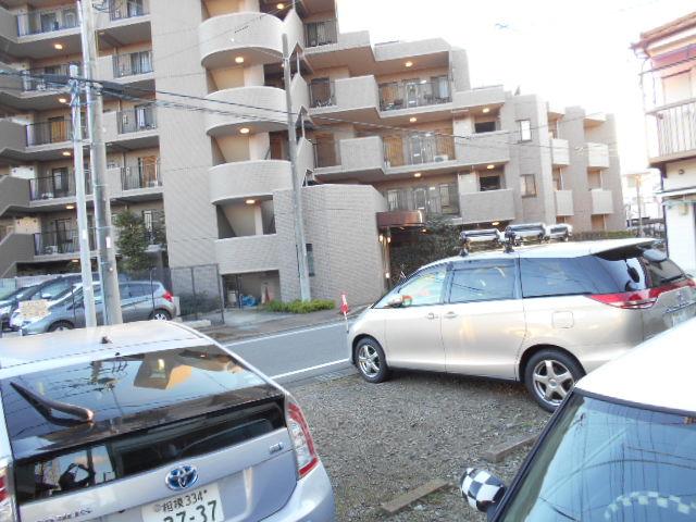 ハイランドハイツ 201号室の駐車場
