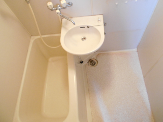 ハイランドハイツ 201号室の洗面所