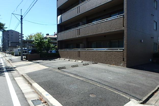 ブランメゾン辻本通 4A号室の駐車場