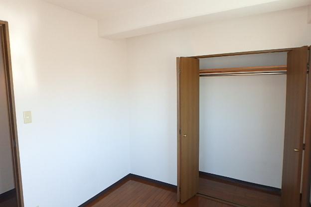 ブランメゾン辻本通 4A号室のリビング