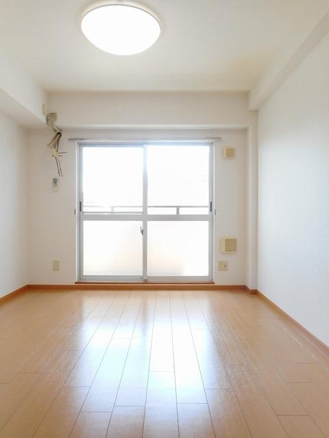 ハイライズ ミズキ 02020号室の居室