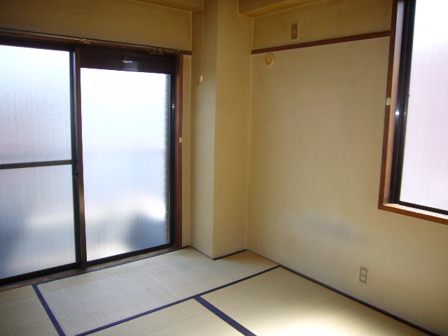 高尾ビル 307号室のリビング