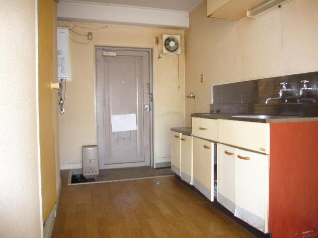 高尾ビル 307号室の玄関