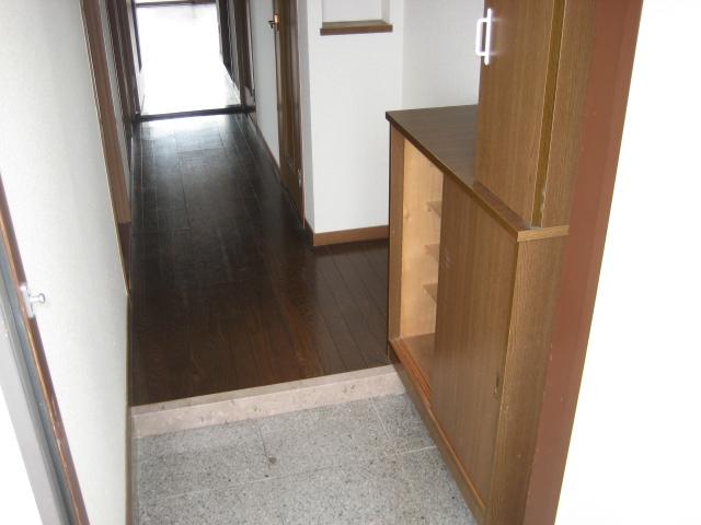 ソレアード中央 207号室の玄関