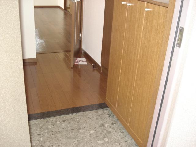 グランデ・ユーヴェ 101号室の玄関