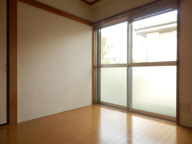 サングリーン昭島 203号室のリビング