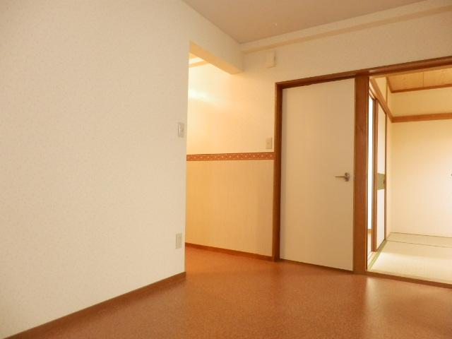 サングリーン昭島 203号室の居室