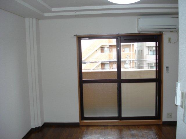 ルミナス11 302号室のリビング