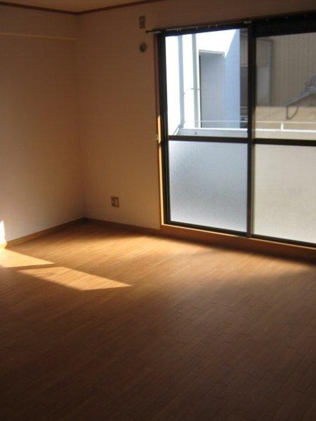 シティアークINAYOSHI 201号室のリビング