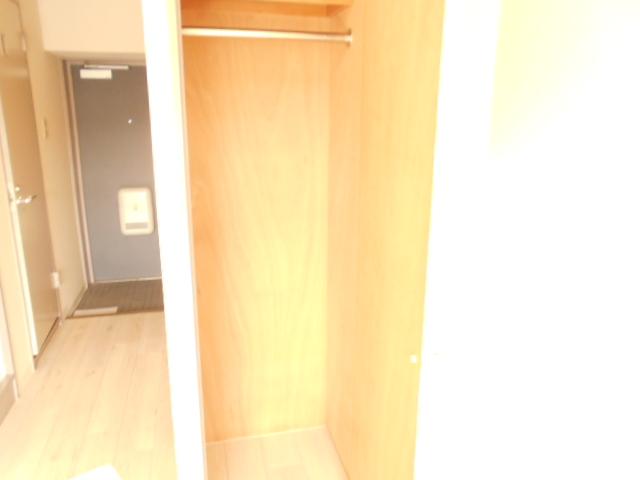 プレミール高幡 403号室の居室