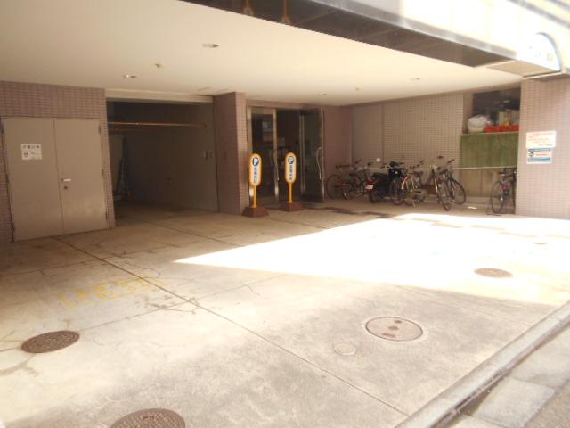 プレミール高幡 403号室の駐車場