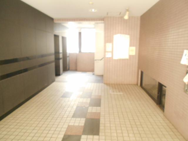プレミール高幡 403号室のエントランス