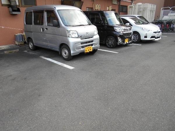 アベニューY・A・N 4C号室の駐車場