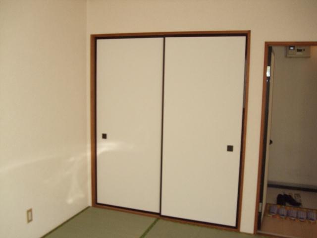 クレストハイツ 202号室の駐車場