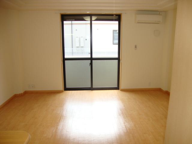 サンパレスⅢ 103号室の居室