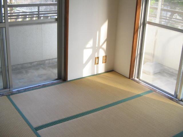 レジデンスミノル 102号室の居室