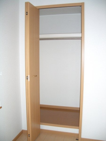 フロ-レゾンⅡ 02030号室の収納