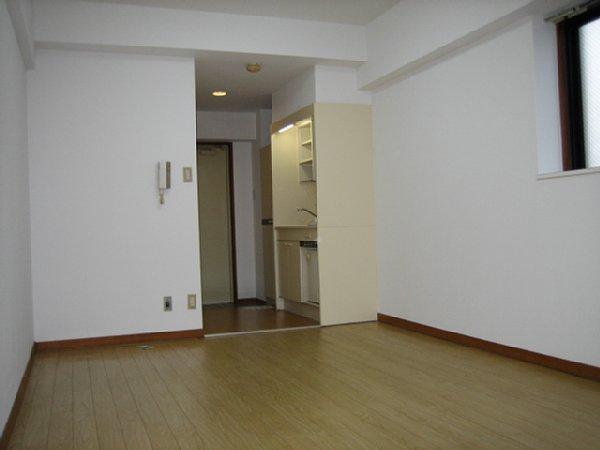 パリーマンションⅡ 203号室のリビング