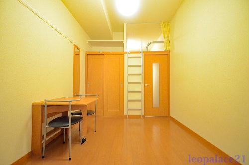 レオパレスWISH 102号室のリビング