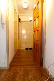 サンシャイン花沢 102号室の玄関