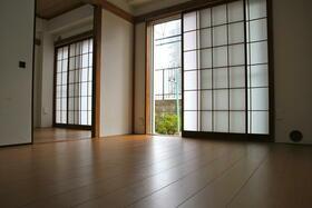 サンシャイン花沢 102号室の居室