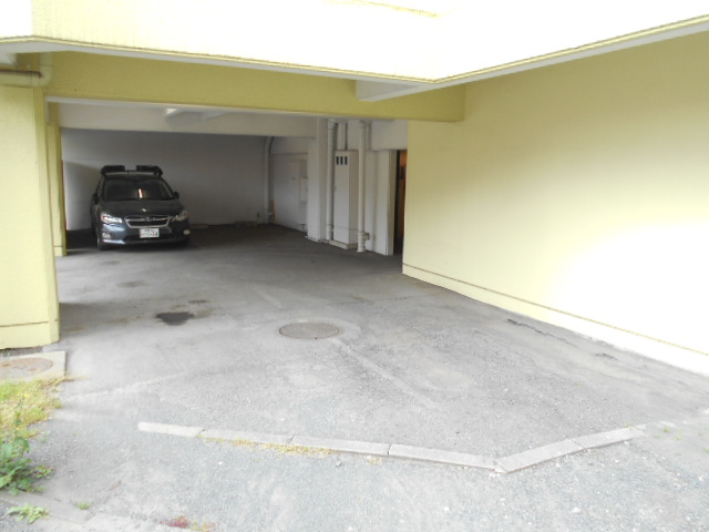 カステルセゾン 301号室の駐車場