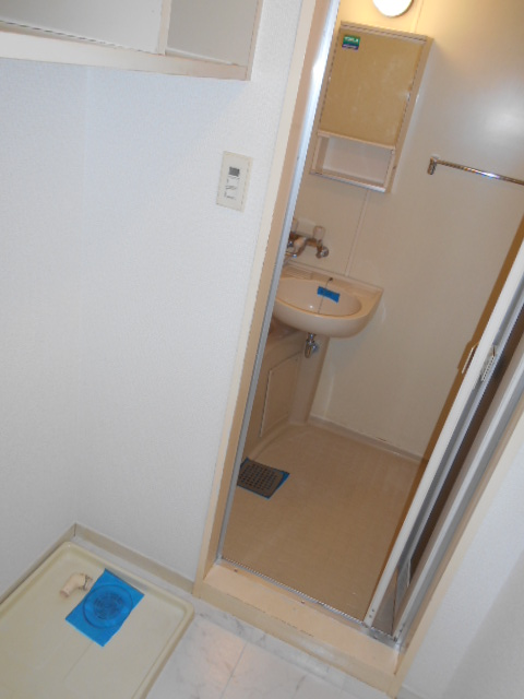 カステルセゾン 301号室の洗面所