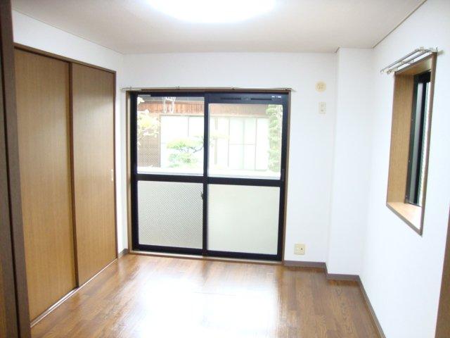 ルミエール泉 103号室の居室