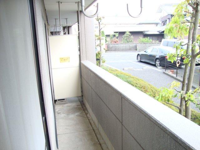 ルミエール泉 103号室のバルコニー