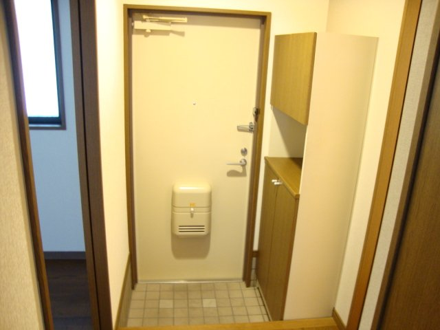 ルミエール泉 103号室の玄関