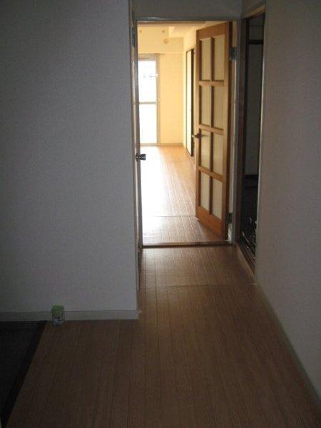 CHEZTOI・MY 203号室の玄関
