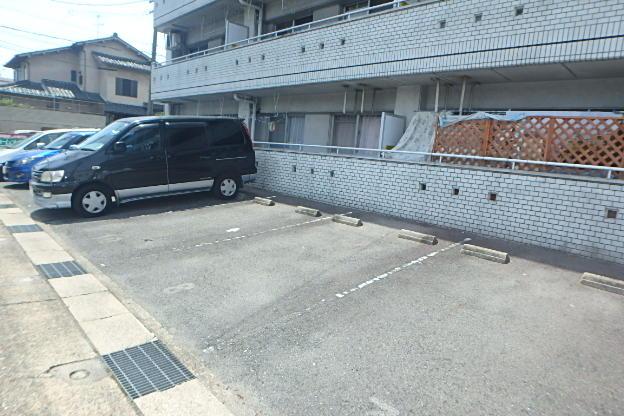 グランドステータス林 304号室の駐車場
