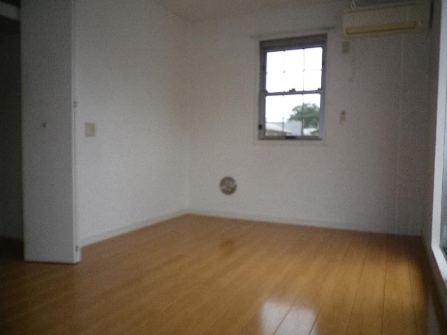 コンフォート・ウィズ エターナルポート 101号室の居室