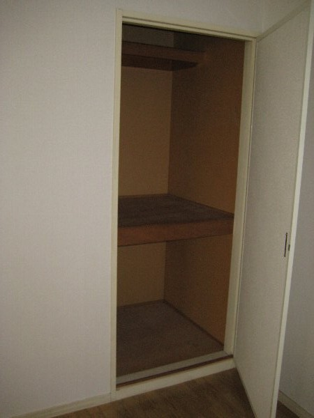 レピュート勝川Ⅱ 204号室の収納