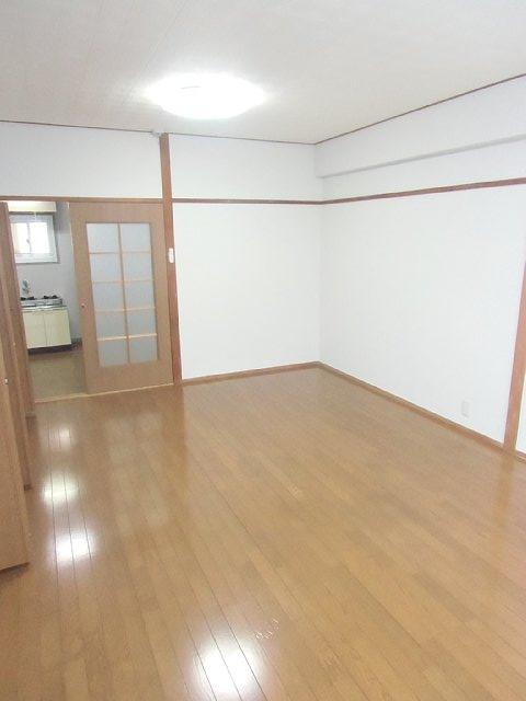 吉田ビル 403号室のリビング