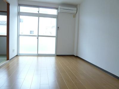 ランドロードヌマタA 02030号室のリビング