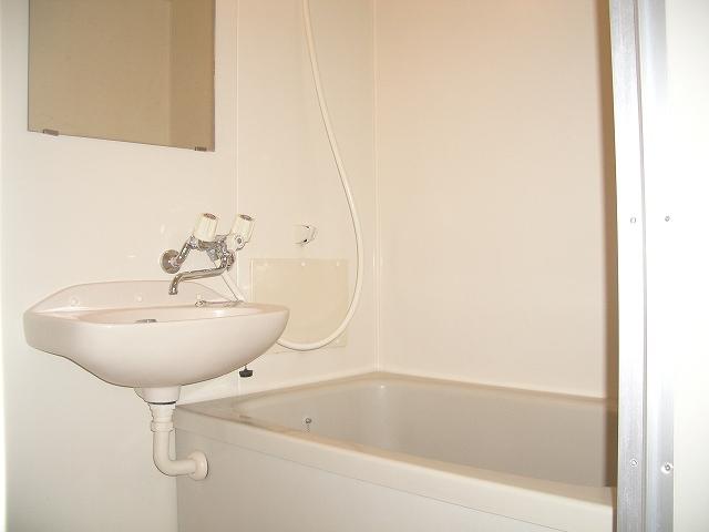 ランドロードヌマタA 02030号室の風呂