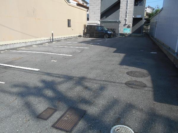 セピアハイツ 302号室の駐車場