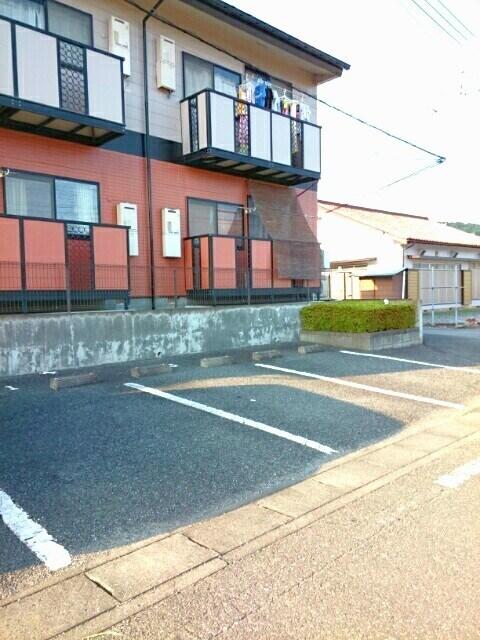 ロイヤルメゾンD 01020号室の駐車場