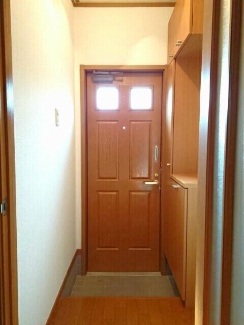 ロイヤルメゾンD 01020号室の玄関