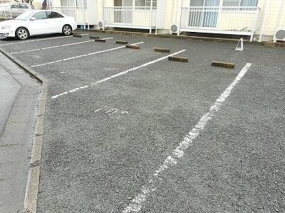ランドロードヌマタA 02020号室の駐車場