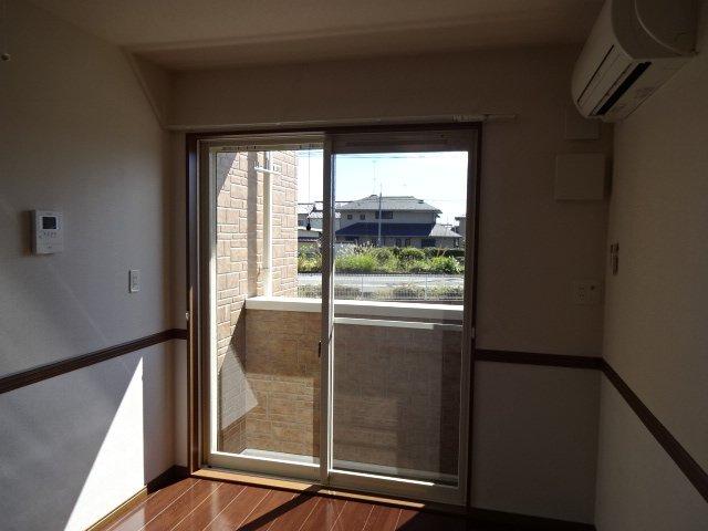 コンフォース鳩山 00101号室のリビング