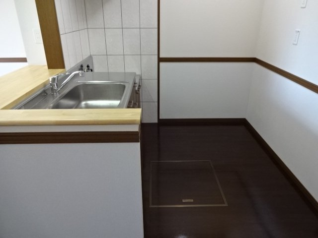 コンフォース鳩山 00101号室のキッチン